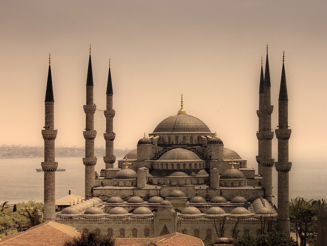 ��������չ���Թ(Blue Mosque) ���� Sultan Ahmed Mosque ��觻���ȵ�á�