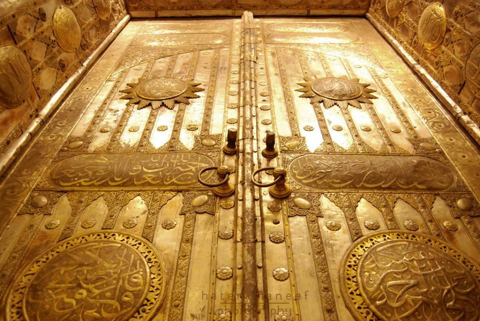 """คุณเชื่อหรือไม่ว่า """"ประตูกะบะห์"""" เป็นฝึมือของช่างมุสลิมไทย"""