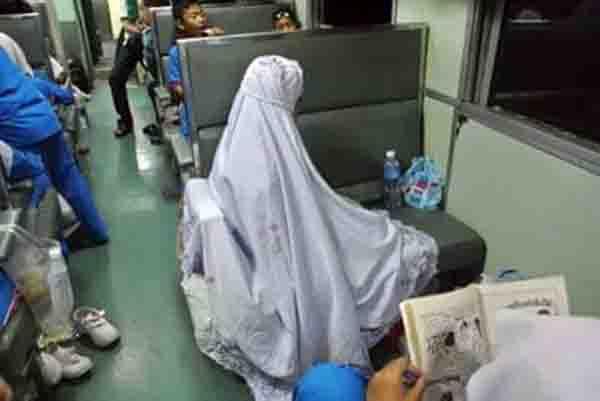 ภาพประทับใจ ละหมาดบนรถไฟ